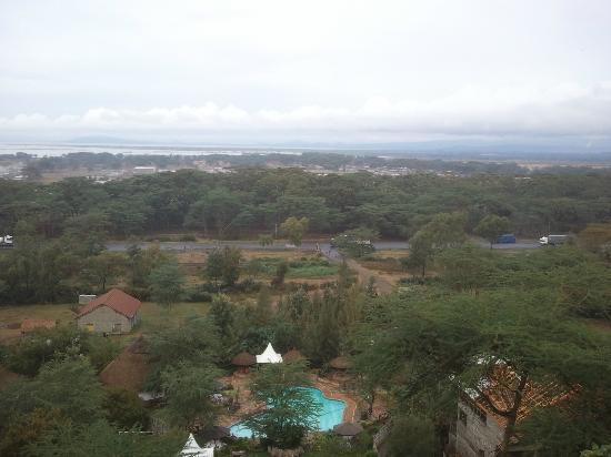 Lake Naivasha Panorama Park & Lodge: vista della piscina e lago dal ristorante