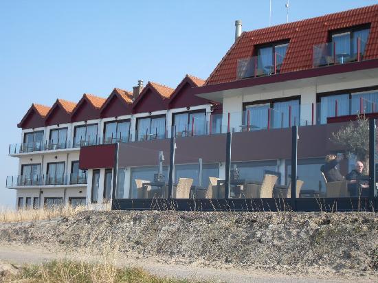 Hotel de Blanke Top : Het hotel gezien vanuit de duinen