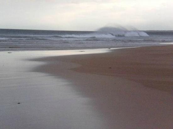 Rattray Head Eco-Hostel: Waves off Rattray