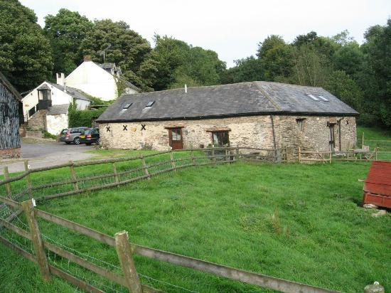 North Wheddon Farm: Farthingwood Barn