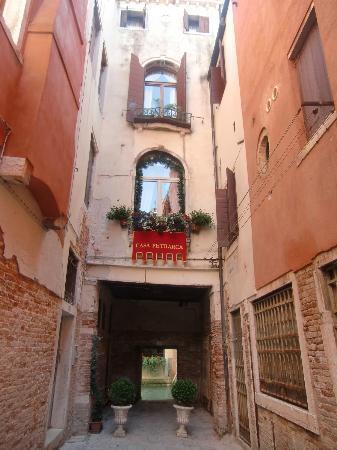 Hotel Casa Petrarca: view on approach to Casa Petrarca