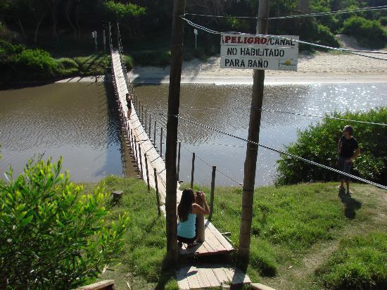 Hotel Parque Oceanico: puente colgante