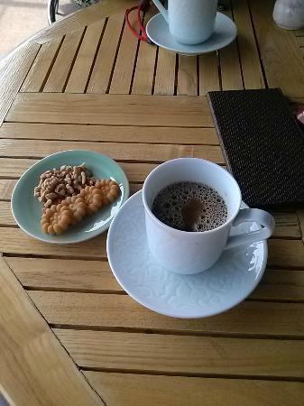 Samcheonggak : カフェで伝統茶と伝統菓子