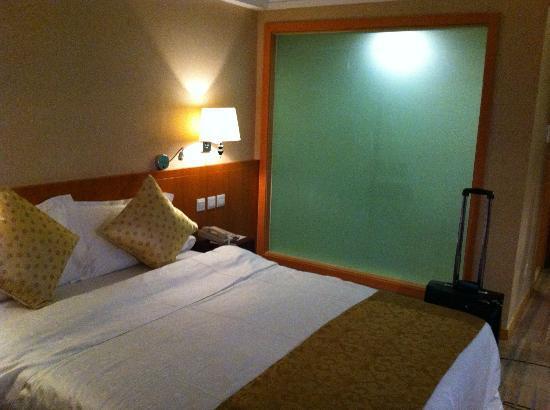 Wu Liang Ye Grand Hotel: View of the Bathroom