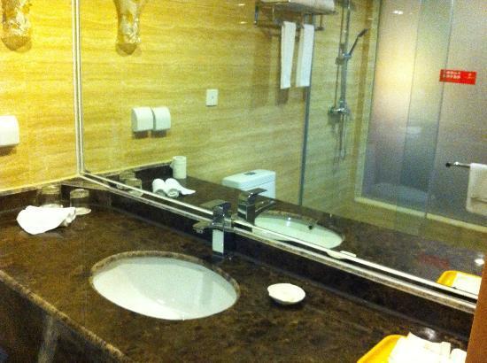 Wu Liang Ye Grand Hotel: Inside the Bath