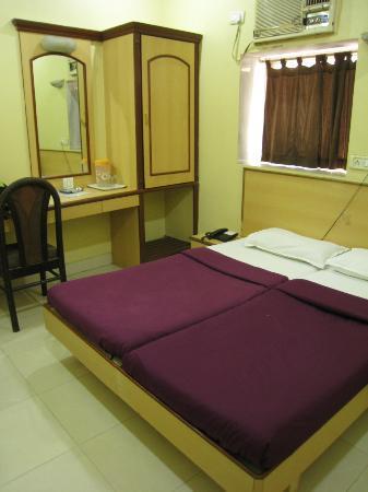 Hotel New Bengal : habitación