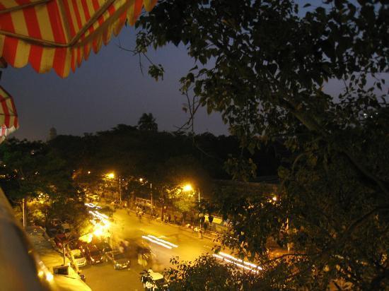 Hotel New Bengal : Vistas desde la pequeña terraza pública