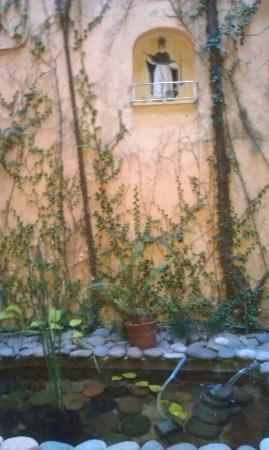 1555 Malabia House: Another courtyard garden