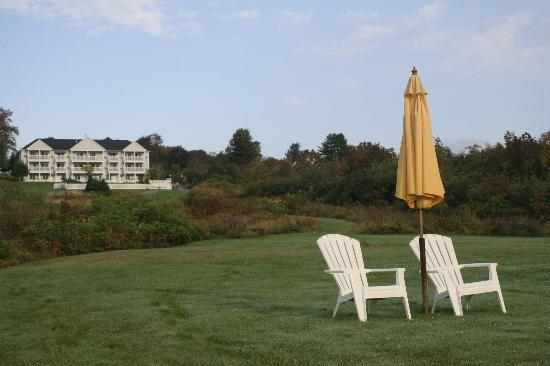 Strawberry Hill Seaside Inn: Lovely place to sit and watch sun rise