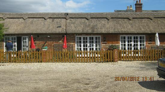 The Turfcutters Arms: Private patios with all rooms
