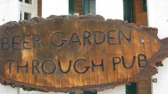 The Turfcutters Arms: garden
