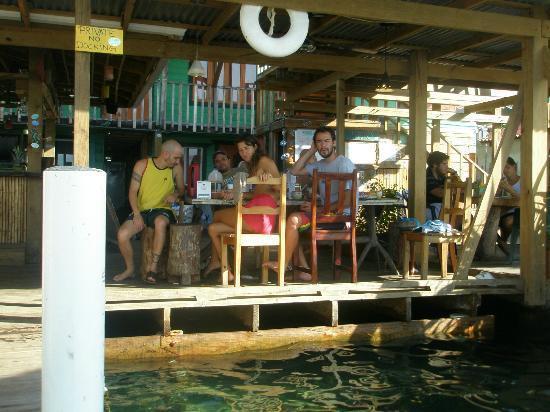 Casa Verde Hostel & Guesthouse: este es el solarium-comedor-area recreativa-y zona playa