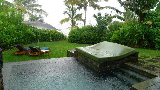 Der garten  Garten der Beach-Villa bei Regen - Four Seasons Resort Mauritius ...