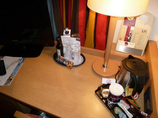Mercure Hotel München Schwabing: kleiner Schreibtisch