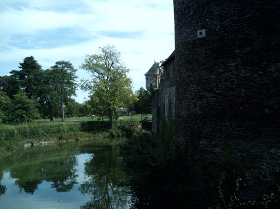 Chateau of Plessis-Mace : Around the moat