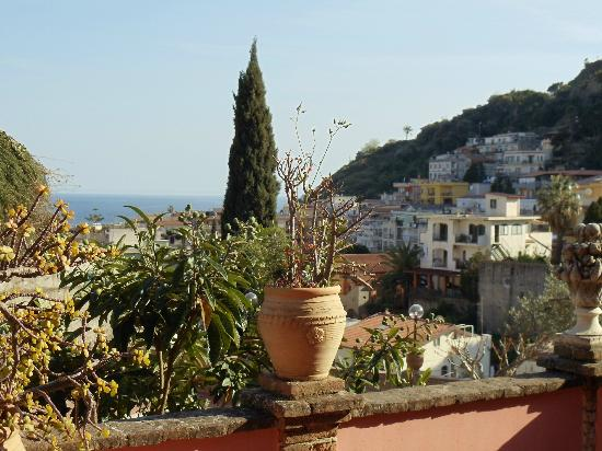 Hotel Villa Sirina: Aussicht und Terrasse von einem Zimmer