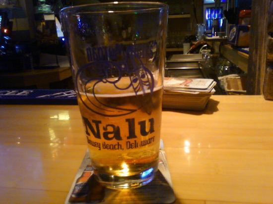Nalu Hawaiian Surf Bar & Grille: mmm... beer.