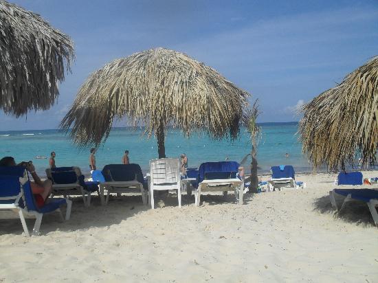 Luxury Bahia Principe Ambar Blue Don Pablo Collection : la plage