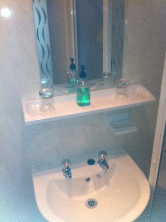 Ruskin's: Bathroom
