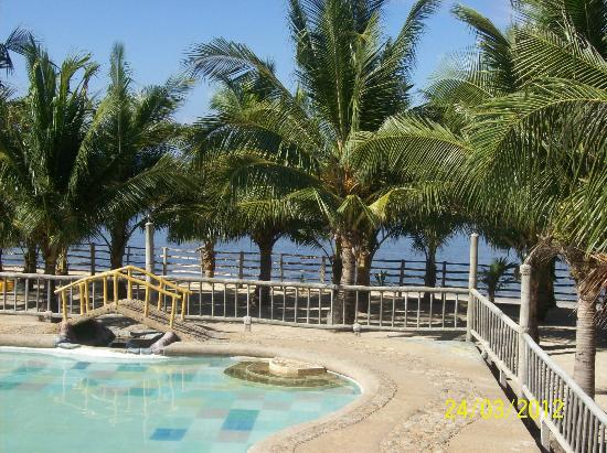 Bamboo Hut Resort: ocean view from swimming pool