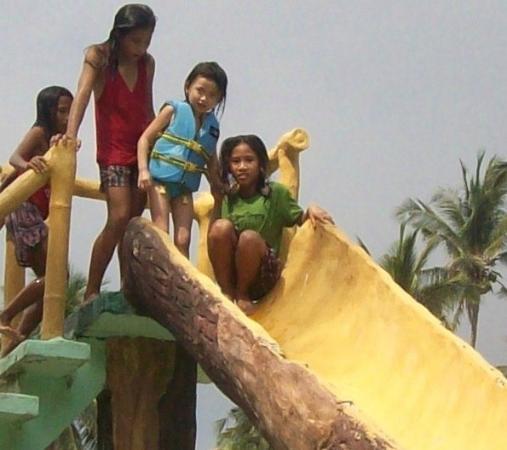 Lubang, Φιλιππίνες: swimming pool slide