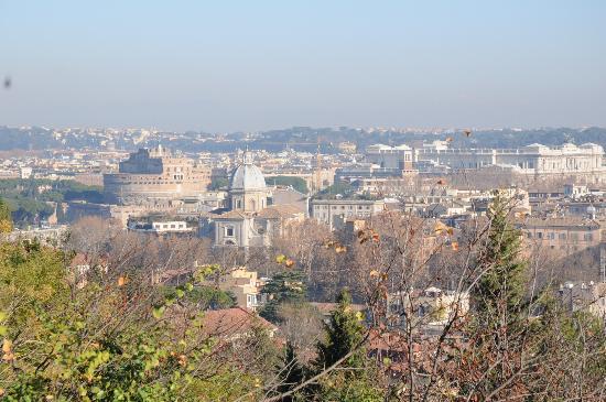 Villa Urbani: panorama di roma dal gianicolo