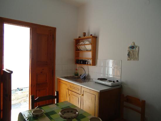 Nikos Mitsis Studios: Κουζίνα δωματίου