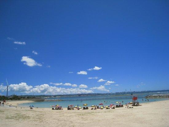 Chatan-cho, Japonya: 晴れた日はとても気持ちのいいビーチです。