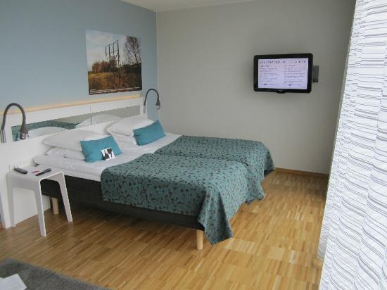 Scandic Hotel Opalen: Twin beds and new flat screen