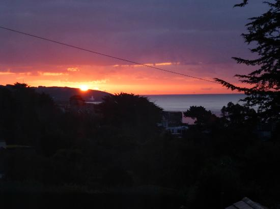 Hawthorne Dene Hotel: Early morning - view of the sun rising from my room