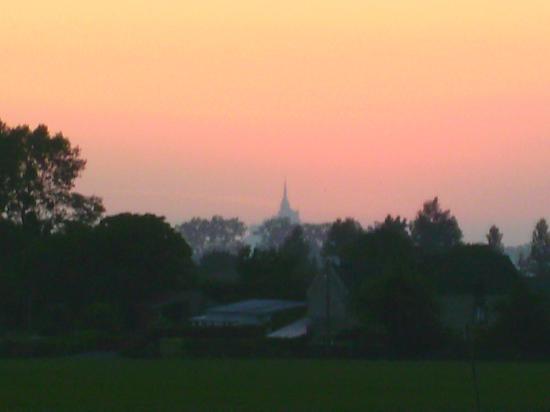 Roz-sur-Couesnon, France: 's morgen vroeg, uitzicht vanuit de kamer