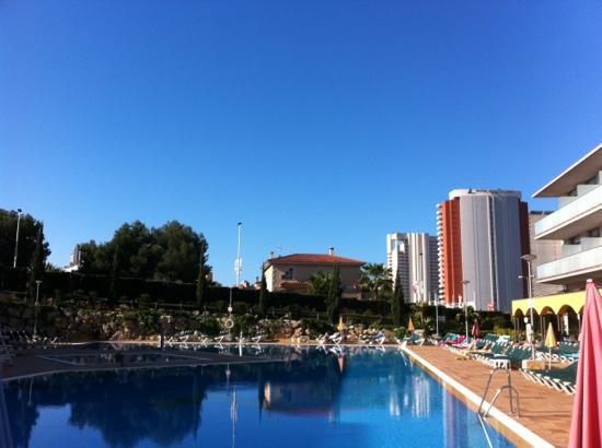 Hotel Mediterraneo Benidorm: next to pool 10am