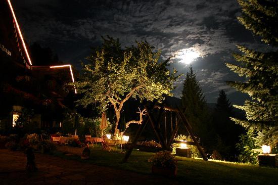 Chalet Hotel Senger Sommernacht-Ansicht