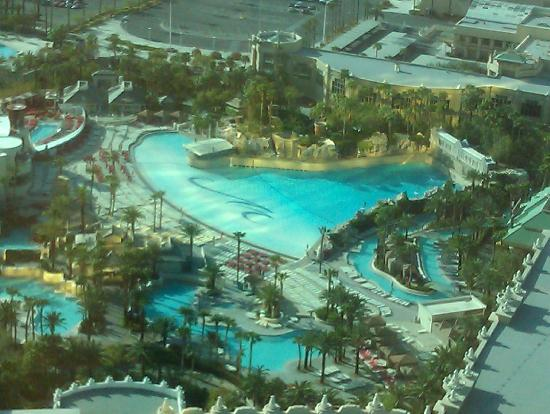 pool complex - Picture of Mandalay Bay Resort & Casino, Las Vegas ...