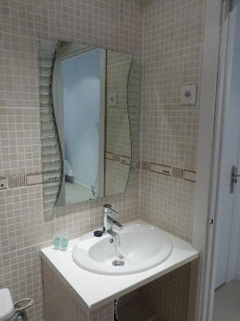 كي تال - أوستل: bagno con doccia