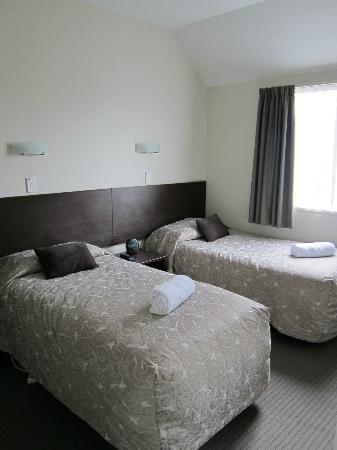 Ashford Motor Lodge : 2 Bedroom Apartment - Single Bed Room