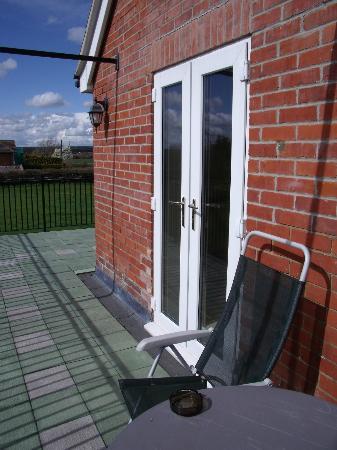 Avalon Lodge Bed and Breakfast: Balcony of Garden Room