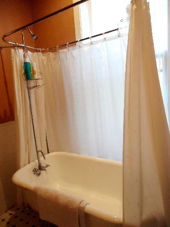 Faunbrook Bed & Breakfast: Elizabeth's tub