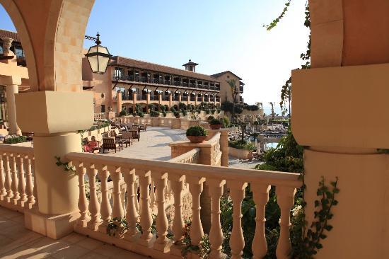 Elysium Hotel: Terrasse surplombant les piscines