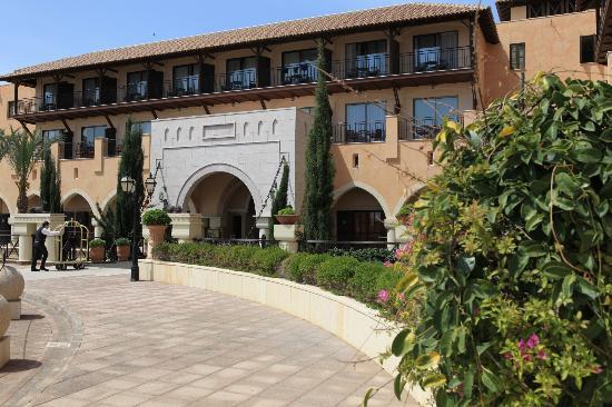 Elysium Hotel: Façade d'entrée