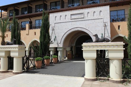 Elysium Hotel: Entrée de l'hôtel
