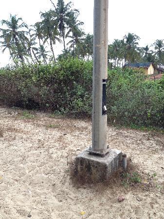 Heritage Village Resort & Spa Goa: Road to beach