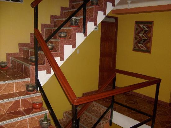 Plaza Andina Machupicchu: Escalera interna hacia habitaciones
