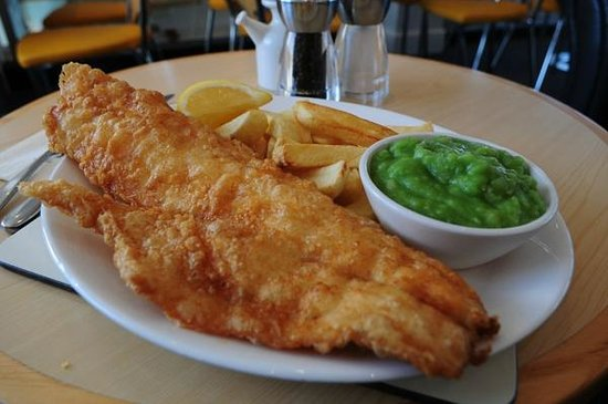 Squires Fish Restaurant: Cod, Chips and Peas.
