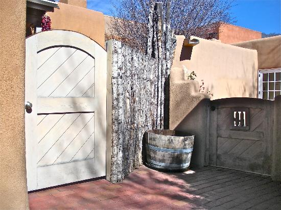 Inn on the Alameda: Doorway to area of the casitas