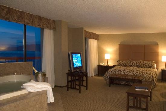 Penticton Lakeside Resort & Conference Centre: Jet Tub Suite