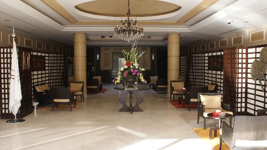 Rest Inn Hotel Suites Riyadh : Spacious Lobby