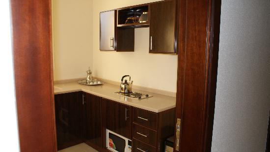 Rest Inn Hotel Suites Riyadh : Kitchen