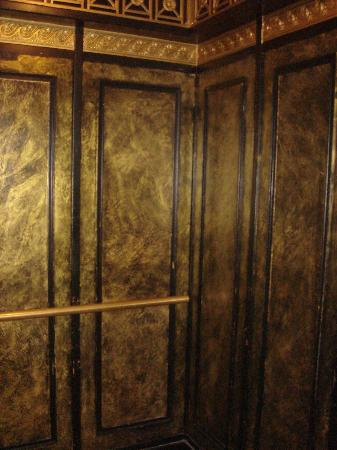 Tazewell Hotel & Suites: Aufzug