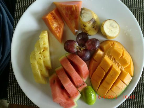 Zylan Luxury Villa: Fruit platter